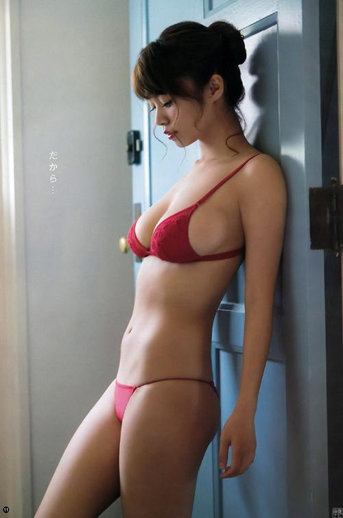 急激に可愛くなってる菜乃花(28)の過激グラビア。