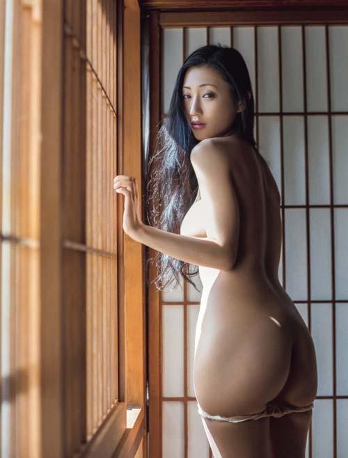 壇蜜(36) 成熟した大人の色香漂う最新ヌード【過去の乳首画像あり】