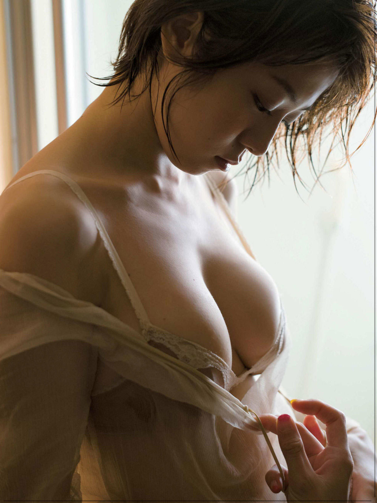 中村静香 大人の色気が漂うFカップの熟れた柔そうなおっぱいに釘付け