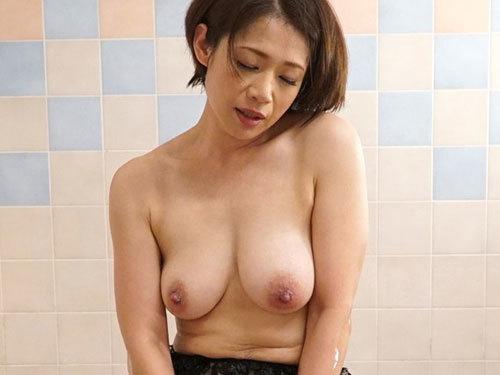 友田真希 ドウテイ青年に溺れた垂れ下がるお乳がそそるヒトヅマソープ嬢