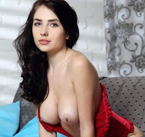 (外人モデルぬーど写真)どこから見ても美しいカタチの超美しい乳☆こういう芸術的な美しい乳は是非とも揉んで感触を確かめたいモンだwwwwww