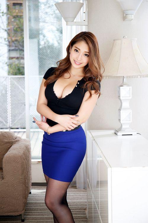 菅田聡美 29歳 レストラン経営 01