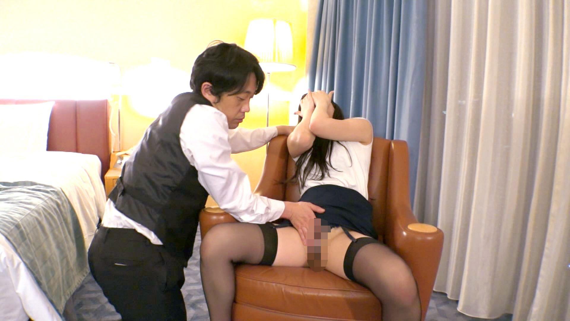 【センズリ鑑賞若妻動画】旦那より逞しいチンポに欲情した