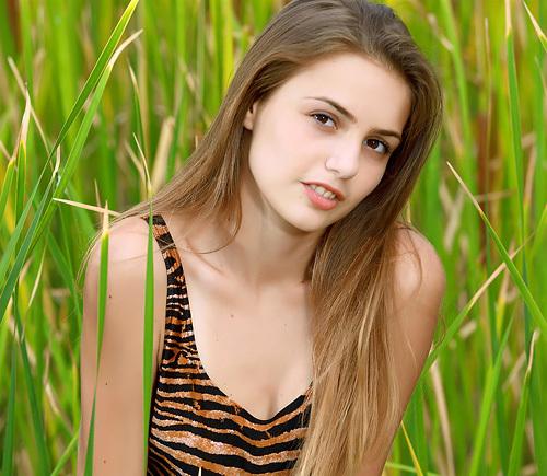 (外人美10代小娘ぬーど写真)超ハイレグミズ着が似合い過ぎ☆脚長でスタイル抜群の超可愛い美10代小娘ww 日焼け跡の残る美しい乳と美尻が超最高に色っぽいwwwwww