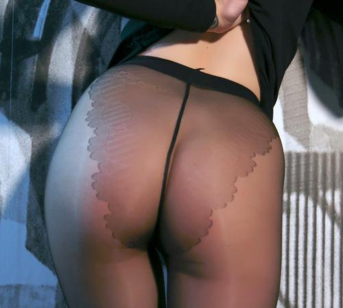 (外人モデルぬーど写真)優しく包まれた美足、透ける美尻、押し付けられたまんこww 黒ストッキング直穿きはどうしてこんなにえろいんだ☆