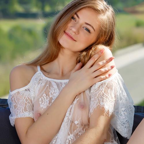 (外人モデルぬーど写真)ピンクの透ける美チクビがたまらなくえろいww スタイル抜群なキレカワカネ髪モデルのまんこも拝めるゾwwwwww