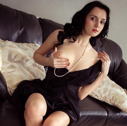 金持ち感漂う高貴な美顔とプックリトリス美巨乳輪のセックスな美巨乳、ミスマッチがえろいモデルのぬーどwwww(外人えろ写真)
