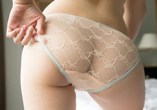 シースルーパンティ 履いてるのに透けてお尻のワレメが見えるとかwww #エロ画像