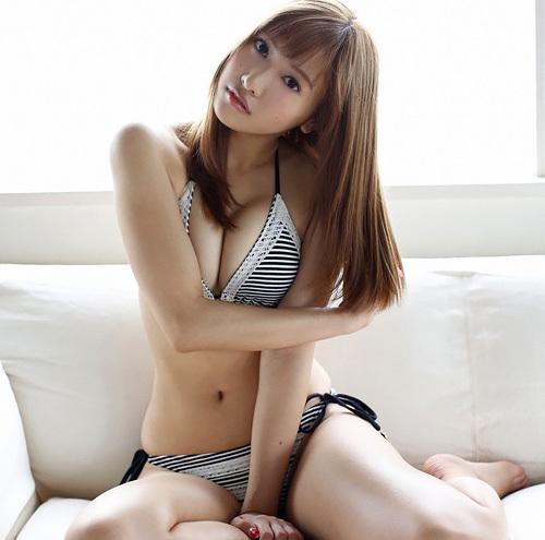 佐野ひなこ、Fカップ美巨乳&くびれが素晴らしいグラドル