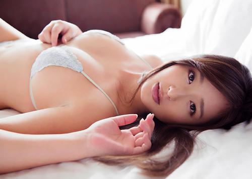 村上友梨 『お待たせ』 イメージDVDからのFカップ癒し系むっちりグラビア 【能年玲奈とお友達】
