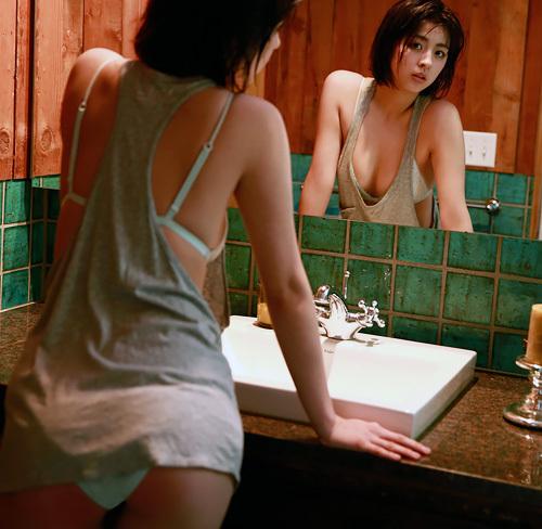 柳ゆり菜 「エロいお尻も私の武器」! 2nd写真集『ひみつ』よりグラビアまとめ