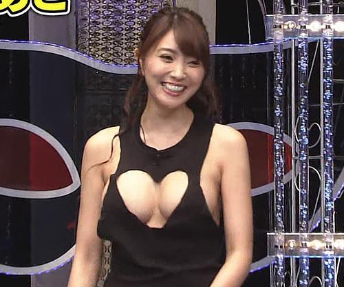 【胸チラキャプ画像】テレビで谷間見せつけ過ぎなタレント達w
