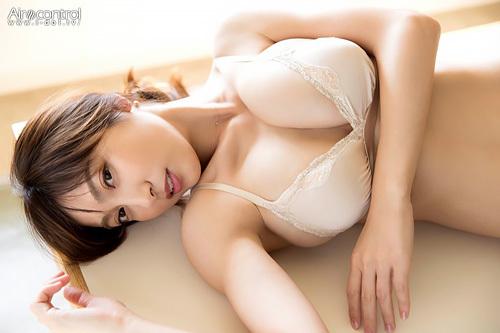 【悲報】熊田曜子(34)おっぱいが肥大化、凄い垂れ巨乳Jカップに…セクシー熟女化計画!