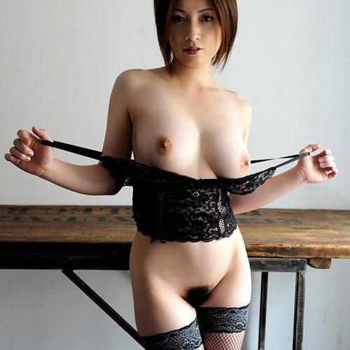 網タイツでおっぱい丸出しのセクシーなお姉さんに誘惑されたいエロ画像