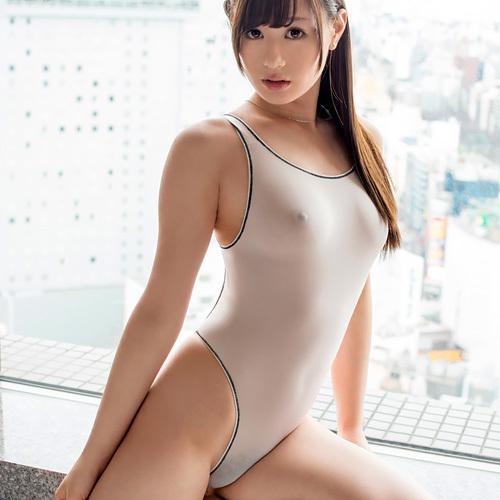 競泳水着を着てるおねえさんのおっぱいが透けたりポロリしてる エロ画像