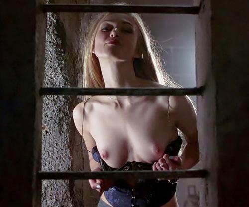 人気女優のキーラ・ナイトレイのヌードシーンのGIF画像2枚やちょっと大きめ画像8枚www