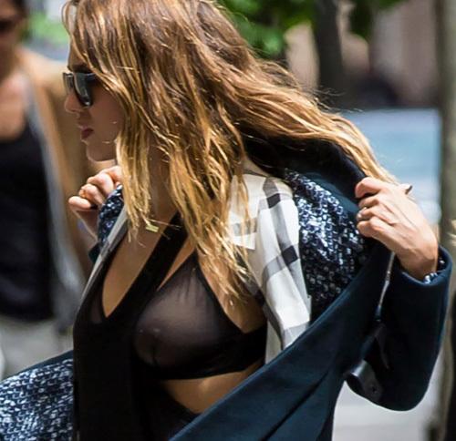 女優のジェシカ・アルバの乳首がちょっと透けてる画像やお尻丸出しシーンの大きめ画像www