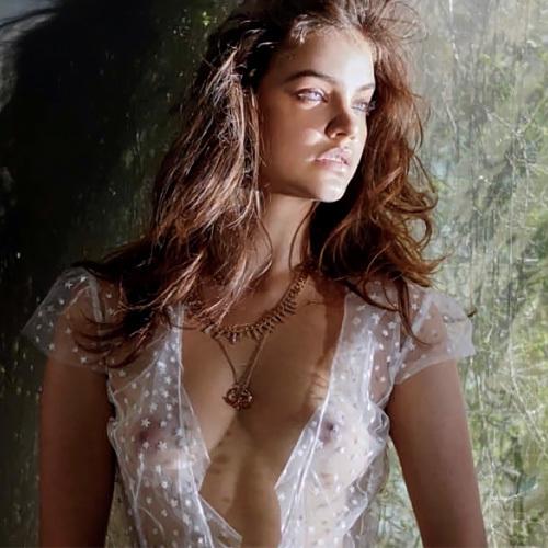 可愛いファッションモデル、バルバラ・パルヴィン(Barbara Palvin)の乳首がちょっと透けて見えてるwww