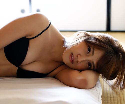 AKB48 入山杏奈の黒いTバックの下着姿のお尻がエロいwww