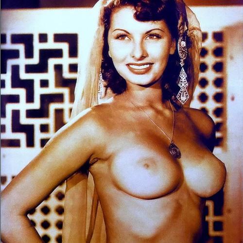 往年のセクシー女優、ソフィア・ローレンのヌード画像www