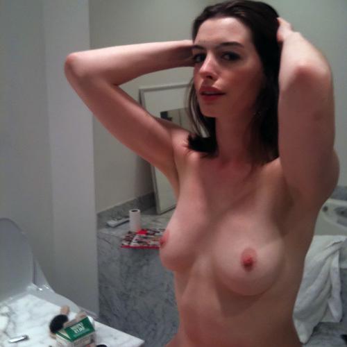 【アン・ハサウェイ】旦那と裸でイチャつく写真が流出www 夫婦で何やってんだw