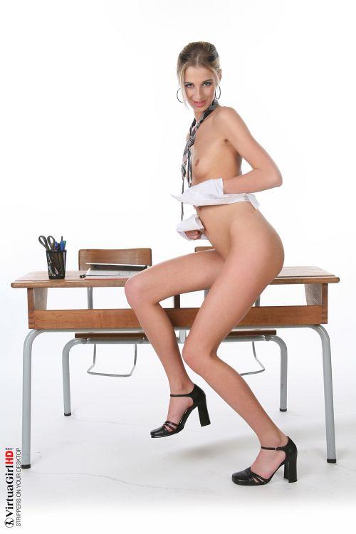 iStripper - Mia Hilton - SCHOOL BABE