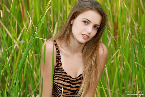 MPL Studios - Elle - HIDING IN THE GRASS