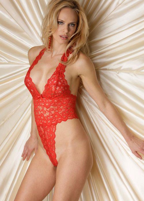 【高級エロ下着】金髪美人モデルが着用するセクシーランジェリーがくっそエロいww 22