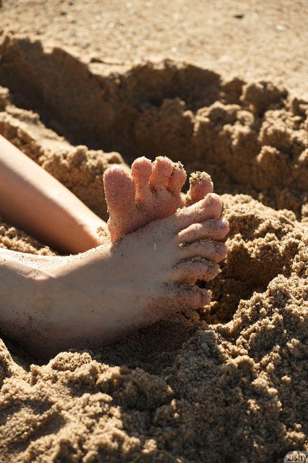 Sloan Kendricks - WEEKDAY BEACH DAY 01