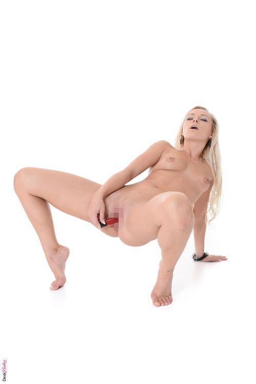 Naomi Nevena - SOLO 09
