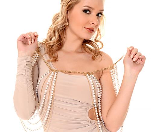 (海外モデルのストリップ)体ラインがバッチリ出る色っぽいドレス着た女って絶対男に脱がされるの前提だよなwwwwww