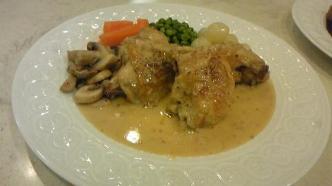 若鶏のフリカッセ 粒マスタードソース