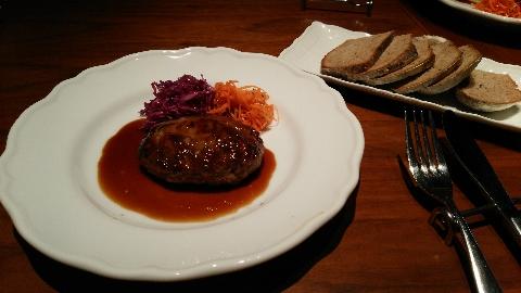 仔牛のハンバーグ マデラソース