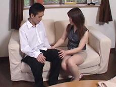 【無修正】河村美樹 淫乱妻、セールスマンを試食。受験生の息抜きに一役