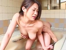 【無修正】お爺ちゃんのチ●コにしゃぶりつく三十路美熟女友田真希