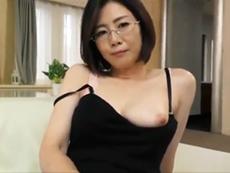 キレイな人妻熟女動画 :四十路のキレイなセックスカウンセラーが自らの体を使って性の悩みを解消する 竹内梨恵
