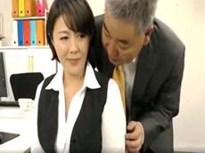 熟女動画だよ :職場のフェロモン漂う人妻社員にスケベ上司が生ハメ