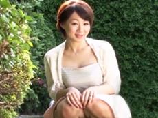 キレイな人妻熟女動画 :【初撮り】童顔だけどロケットパイ&巨尻でソソられるアラフォー妻がAVデビュー!