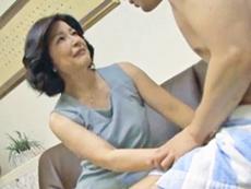 ダイスキ!人妻熟女動画 :欲求不満の垂れ乳五十路母のマ◯コにどっぷりとザーメンを流し込む! 板倉幸江