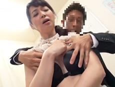 キレイな人妻熟女動画 :息子の不祥事で学校に呼ばれ、教師にセックスを求められる五十路母! 安野由美