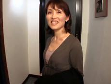 ダイスキ!人妻熟女動画 :上京してきた五十路義母が婿とセックス三昧で、帰り際にもう一発! 隅田涼子