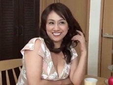 ダイスキ!人妻熟女動画 :むっちり五十路義母が夫とのセックスでは物足りず娘婿を誘惑する! 近藤郁美