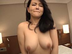 熟女ストレート :美しい巨乳熟女がオナニーで悶え狂って硬い男根を自らの下腹部に招き入れる! 浅井舞香
