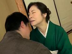 ダイスキ!人妻熟女動画 :生花教室の先生をやってる還暦超えのお婆ちゃんが孫の肉棒に狂い逝き! 秋田富由美