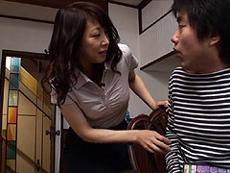 熟女ストレート :何年も男に抱かれてない四十路の母は突如やって来る性欲を我慢する事が出来ず息子を…