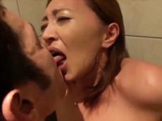 キレイな人妻熟女動画 :元プロゴルファーという経歴を持つ四十路妻がドS系男優の執拗な責めに絶頂!