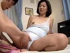 人妻会館 :【筒美かえで】 脇の下が汗ばんでるよ!いやらしい匂いがしてる!