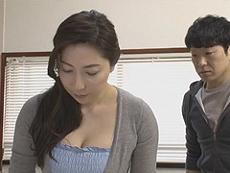 熟女ストレート :「ウソだっ!」浮気は絶対しない自慢の妻が元教え子たちに次々寝取られている… 横山みれい