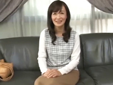 ダイスキ!人妻熟女動画 :清楚で美人な四十路妻が初撮りAVで若い男優相手に濡れまくる 笹川蓉子