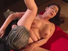 ダイスキ!人妻熟女動画 :媚薬を飲まされ犯される五十路で巨乳・巨尻の熟女くノ一! 青井マリ